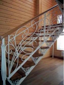 Лестница из массива дуба мод. 11